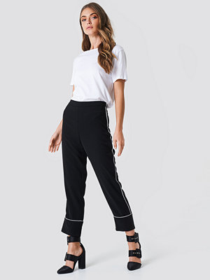 NA-KD svarta byxor Contrast Piping Suit Pants svart