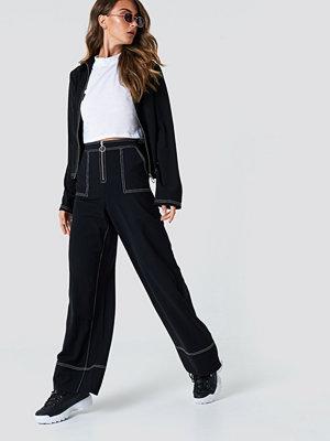 NA-KD Trend Contrast Seam Wide Pants - Utsvängda byxor svarta