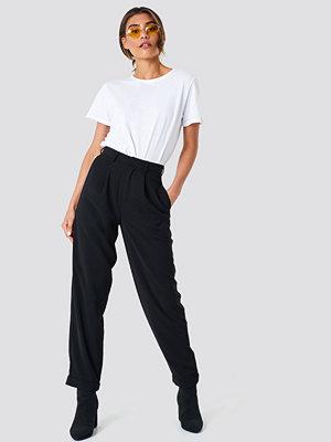 NA-KD Trend High Waist Wide Leg Pants - Utsvängda byxor svarta