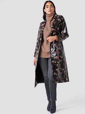 NA-KD Trend Rose Printed PU Jacket svart