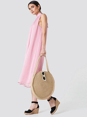 NA-KD High Neck Pleated Dress rosa