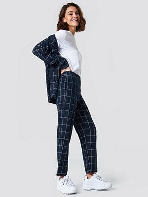 NA-KD Trend Cropped Straight Suit Pants - Ankelbyxor marinblå rutiga