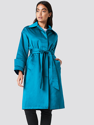 NA-KD Shiny Coat grön blå
