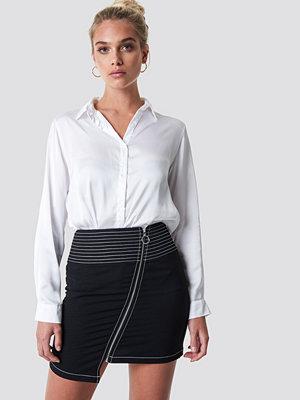 NA-KD Trend Contrast Seam Front Zipper Skirt - Minikjolar