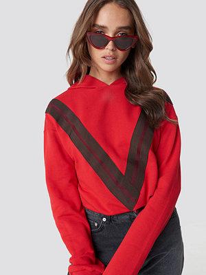 NA-KD V Striped Hoodie röd