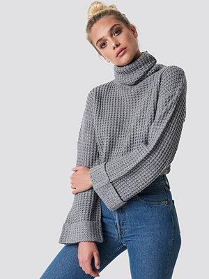 NA-KD Short Pineapple Knitted Sweater grå