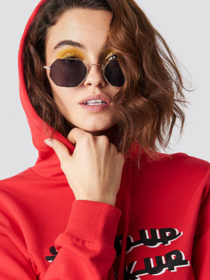 Solglasögon - Emilie Briting x NA-KD Squared Sunglasses - Solglasögon