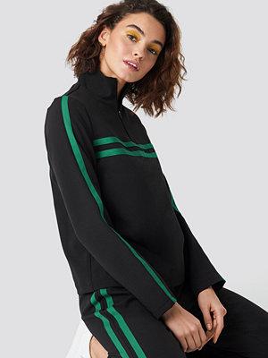 Emilie Briting x NA-KD Panel Track Sweater svart