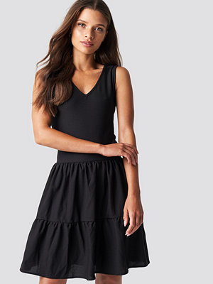 Trendyol V Neck Detailed Mini Dress - Korta klänningar