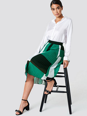 NA-KD Trend Block Colored Pleated Skirt grön