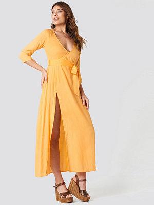 Debiflue x NA-KD V Neck Long Dress - Vardagsklänningar