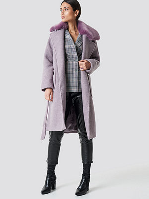 NA-KD Trend Big Faux Fur Collar Coat lila