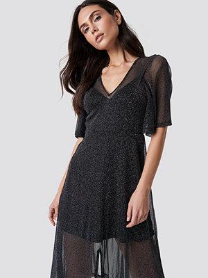 Festklänningar - Dilara x NA-KD Sparkly Midi Dress - Festklänningar