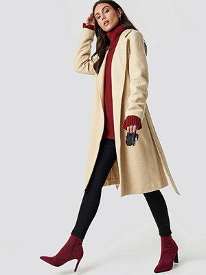 Dilara x NA-KD Classic Belted Coat beige