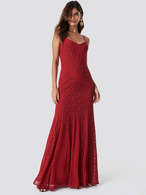 Trendyol Lace Detailed Maxi Dress röd