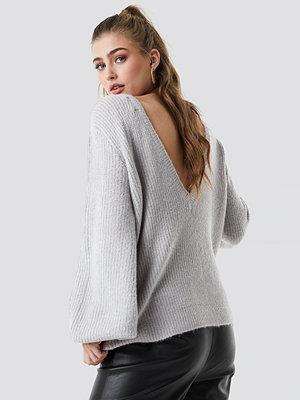 Linn Ahlborg x NA-KD Deep V Back Sweater grå