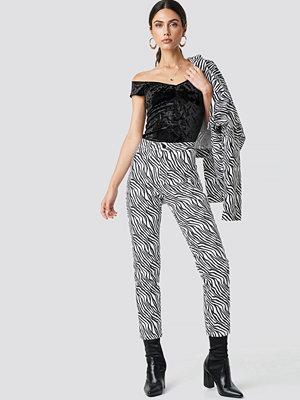 NA-KD Trend mönstrade byxor Zebra Denim Pants multicolor