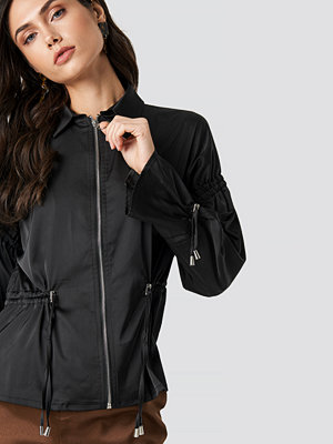 NA-KD Drawstring Detailed Jacket svart