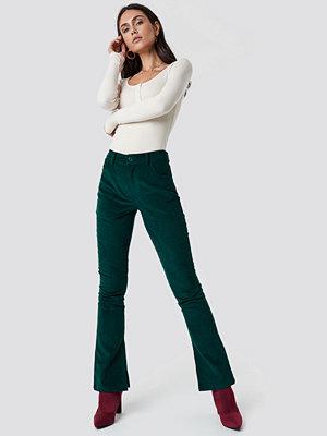 Dilara x NA-KD mörkgröna byxor Corduroy Pants grön