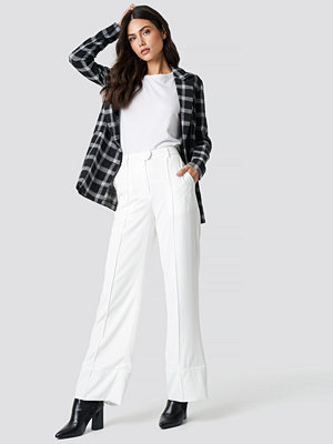 NA-KD Trend vita byxor Fold Up Flared Pants vit