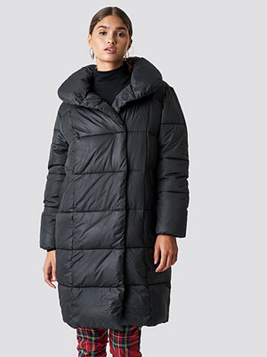 NA-KD Trend Padded Shawl Collar Jacket svart
