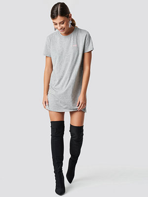 NA-KD Babe T-shirt Dress grå