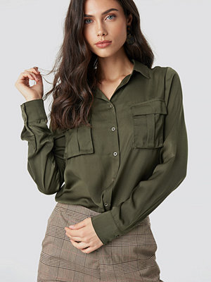 NA-KD Chest Pocket Satin Shirt grön