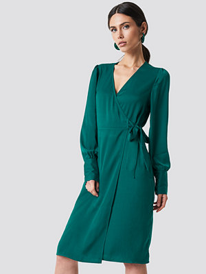 NA-KD Balloon Sleeve Wrap Over Dress grön