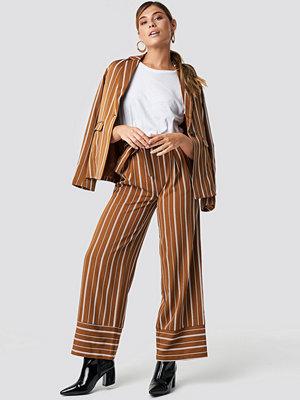 NA-KD Classic bruna randiga byxor Tie Waist Striped Wide Pants brun