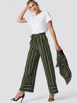 NA-KD Classic randiga byxor Tie Waist Striped Wide Pants grön