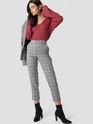 Dilara x NA-KD grå rutiga byxor Checked Pants grå