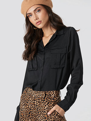 NA-KD Chest Pocket Satin Shirt svart