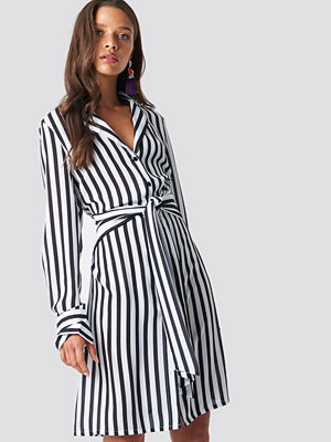 NA-KD Tied Waist Striped Dress - Midiklänningar