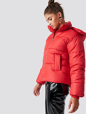 NA-KD Puffer Jacket röd
