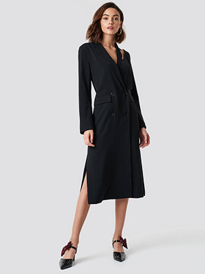 NA-KD Trend Cold Shoulder Trench Coat svart