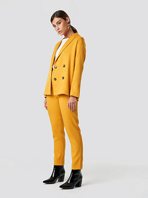 NA-KD Classic gula byxor Fitted Suit Pants gul