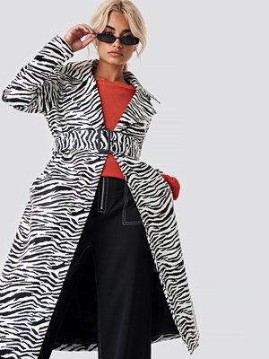 NA-KD Trend Zebra Patent Coat - Kappor