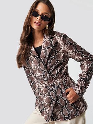 NA-KD Trend Snake PU Belted Jacket brun