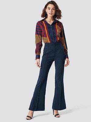 NA-KD Classic marinblå byxor Seamline Suit Pants blå