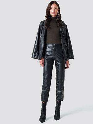 NA-KD Trend svarta byxor PU Pants svart
