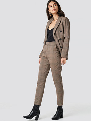 NA-KD Classic rutiga byxor Creased Checkered Suit Pants brun