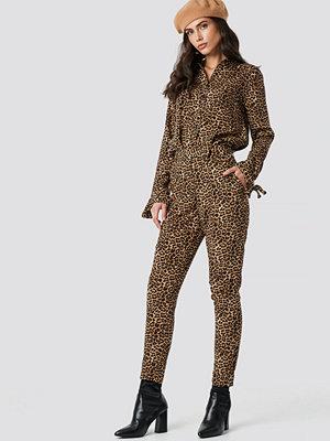 NA-KD Trend mönstrade byxor Straight Leo Pants multicolor