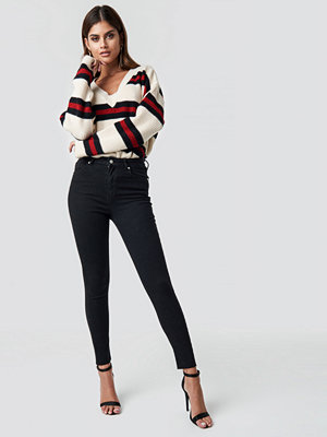 NA-KD Skinny High Waist Raw Hem Jeans svart