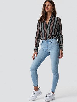 NA-KD Skinny Mid Waist Front Panel Jeans blå