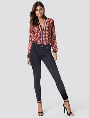 NA-KD Skinny Mid Waist Front Panel Jeans svart