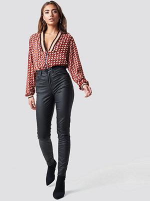 NA-KD Coated Jeans