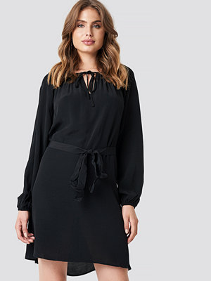Trendyol Neck Binding Detailed Dress - Korta klänningar