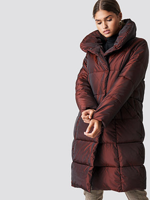NA-KD Shawl Collar Shiny Padded Jacket brun röd
