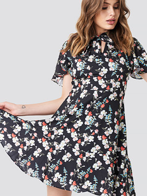 Trendyol Flower Mini Dress - Korta klänningar