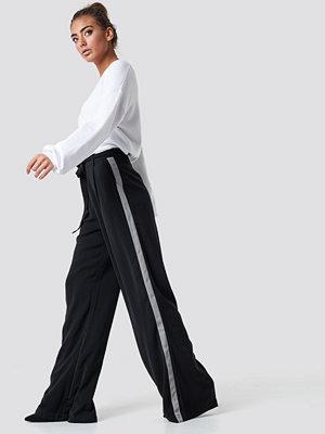 Luisa Lion x NA-KD svarta byxor Wide Pants svart